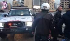 جريح نتيجة اصطدام سيارة بدراجته النارية على جسر فؤاد شهاب