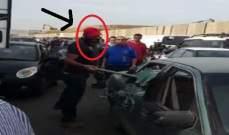 توقيف الشخص الذي اقدم على تحطيم سيارة خلال اعتصام الشاحنات