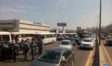 تجمع للحافلات على اوتوستراد ذوق مكايل- نهر الكلب وزحمة سير بالاتجاهين