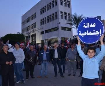 تظاهرة للتنظيم الشعبي الناصري في صيدا احتجاجا على الزيادة الضريبية\n