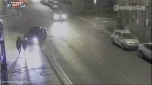 فيديو صادم لسيارة تدهس فتاة بشكل متعمد وتلوذ بالفرار