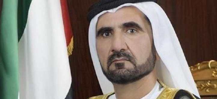 حاكم دبي يتعثر على سلم الطائرة لدى وصوله للمشاركة بالقمة العربية بعمان