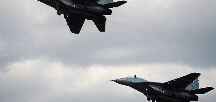 النشرة:الطيران الروسي دمر عشرات الآليات باستهداف رتل لداعش ببادية سوري