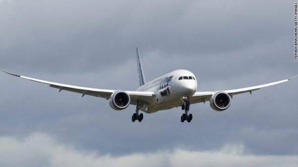 LBCI: طائرة للميدل إيست صادفت مجموعة طيور امامها لحظة هبوطها بالمطار