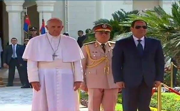 بالفيديو.اللحظات الأولى لوصول بابا الفاتيكان القاهرة