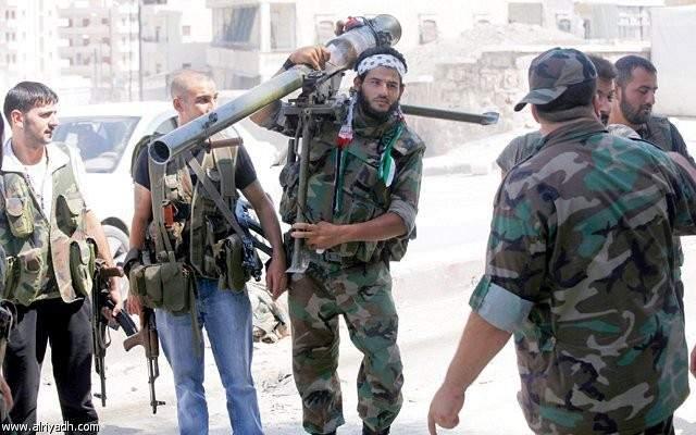 معارضون سوريون يلقون سلاحهم والمئات يحتمون بالجماعات المتطرفة