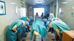 بالصورة- رد فعل أطباء على تبرّع طفل بأعضائه