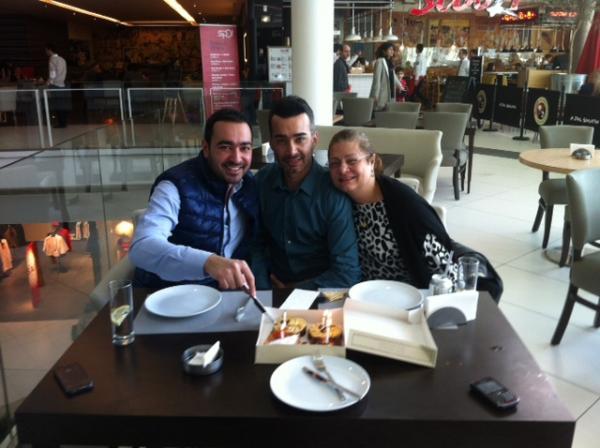 بالصورشادي خليفة يحتفل بعيد ميلاده مرتين الأصدقاء والمحبين 2013 1359213452_untitled.