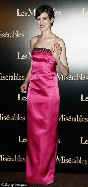 "بالصور هاثواي متألقة خلال فتتاح فيلمها ""Les Miserables"" باريس 1360262723_article-2"