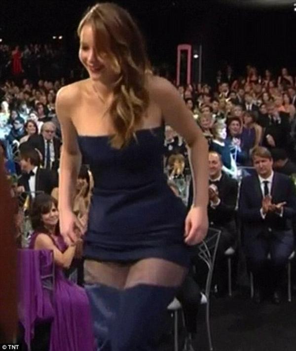 بالصور سقوط فستان ماريون كوتيار