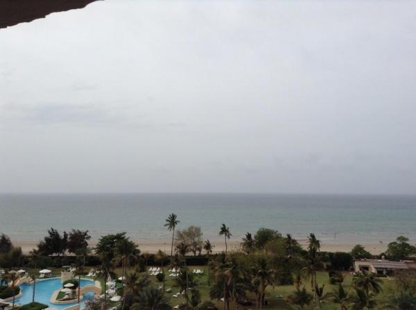 بالصور اليسا تغنّي المطر تتمتع بوقتها الأصدقاء 1364240004_BGMuvs_CU