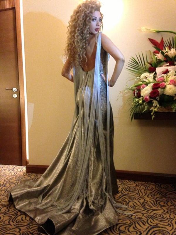بالصور ميريام فارس تتألّق فستان فضّي أضخم زفاف للعائلة 1364662390_BGmVexyCc