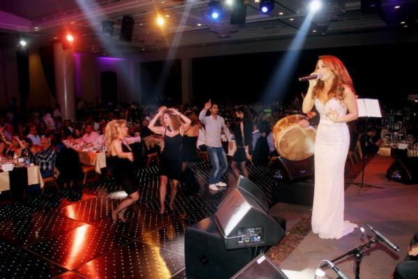 بالصور فيفيان مراد تتألق المسرح الفصح بفستان أنيق 1364839027_IMG_4304.