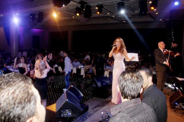 بالصور فيفيان مراد تتألق المسرح الفصح بفستان أنيق 1364839028_IMG_4306.
