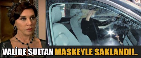 بالصور التركية فيروز تغضب الصحافيين وتؤكد أنها عملية تجميل 1365858007_20897_497