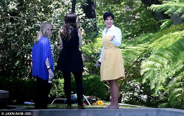 بالصور فضيحة كريس جينير ترفع فستانها بشكل جريء الماكياج 1365862996_article-0