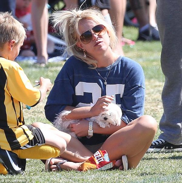 بالصور بريتني سبيرز تشجع إبنها