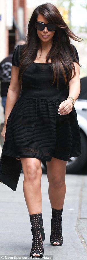 بالصور مؤخرة كارداشيان تظهر فستان