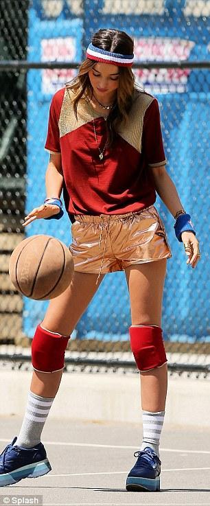 بالصور ميراندا تتحوّل لاعبة سلّة