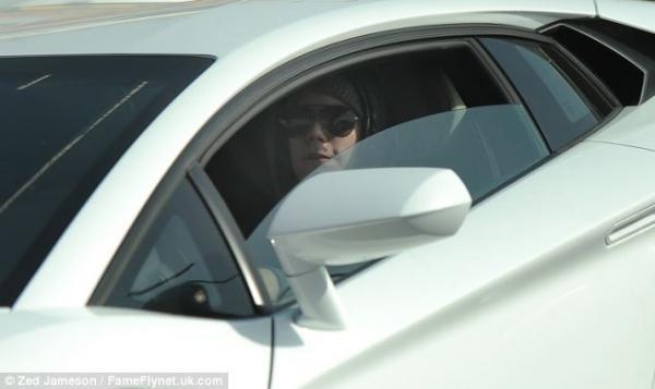 بالصور جاستين بيبر يقود كالمجنون
