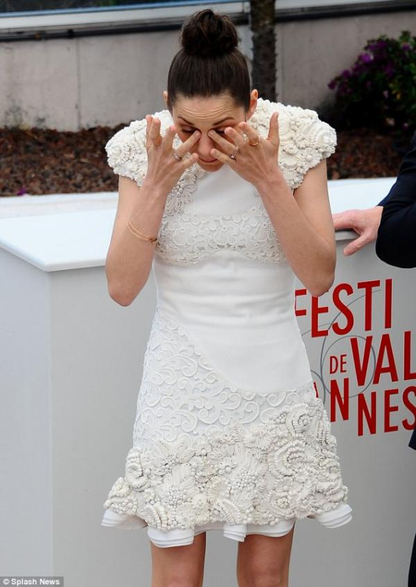 بالصور ماريون كوتيار تبكى مهرجان