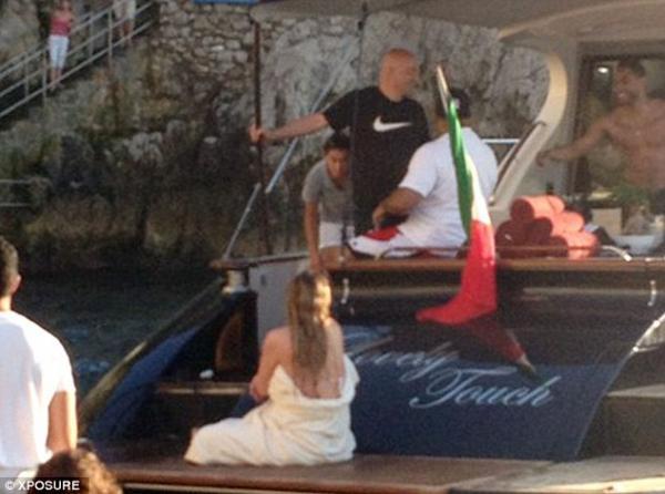 بالصور ماريا كاري تخطف الأنفاس بالبيكيني إيطاليا 2013 1371566043_article-0