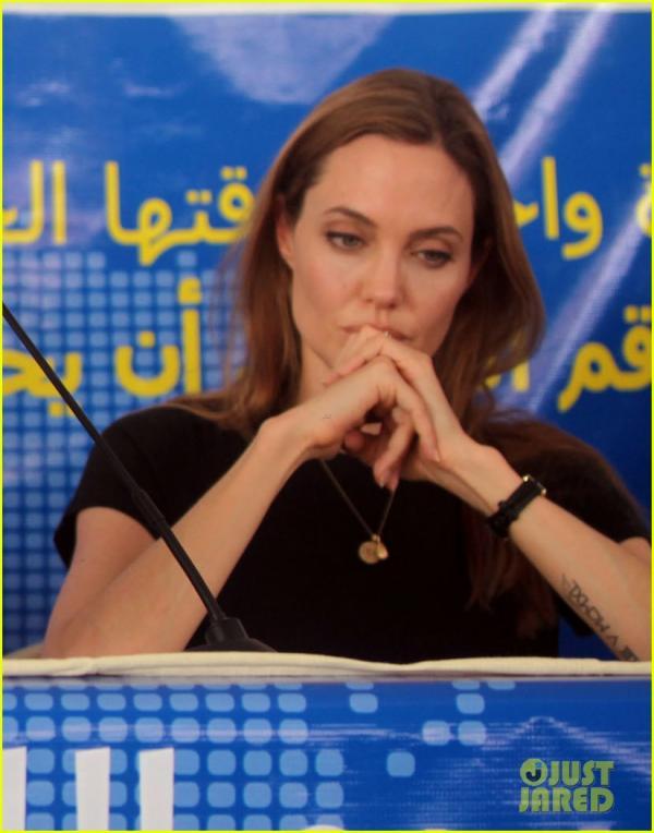 بالصور أنجلينا جولي ترفع صوتها الإنساني مجدداً لإنقاذ سوريا 1371802984_angelina-