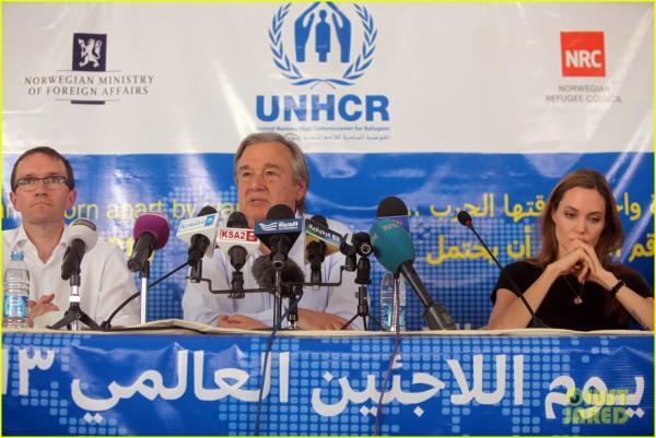 بالصور أنجلينا جولي ترفع صوتها الإنساني مجدداً لإنقاذ سوريا 1371802985_angelina-