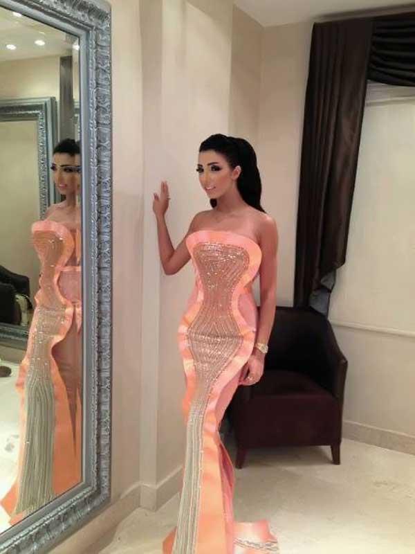 بالصور دنيا بطمة تشعل الكويت بفستان مثير ولوك نراه 1371916658_01_19.jpg