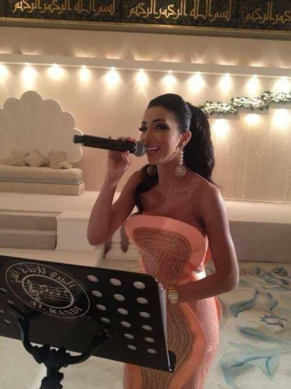 بالصور دنيا بطمة تشعل الكويت بفستان مثير ولوك نراه 1371916659_03_12.jpg