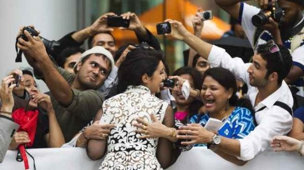 بالصور ارينيتي شوبرا تتألق مهرجان تورونتو بالاحمر 1379083381_149594_66