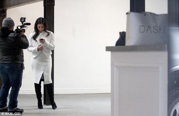 بالصور كيم كارداشيان ترتدي ملابسها الشفافة في نيويوك
