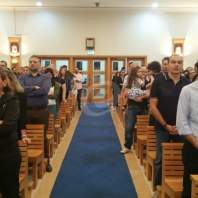 رعية مار فرنسيس تحيي رتبة سجدة الصليب في دبي