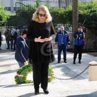 مراد وليلى الصلح يضعان إكليلا من الزهور على ضريح رياض الصلح في الاوزاعي-محمد سلمان