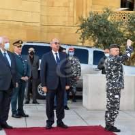 وضع أكاليل من الزهر على أضرحة رجالات الاستقلال - محمد سلمان