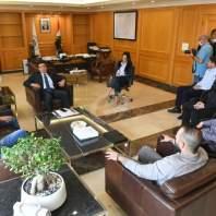 وزير الأشغال العامة ميشال نجار مستقبلا وفدا من الحراك- محمد سلمان