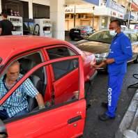 طوابير سيارات أمام محطات البنزين