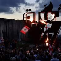 """مسيرات """"ثورة 17 تشرين"""" وإضاءة شعلة الثورة في منطقة المرفأ - محمد سلمان"""