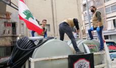المرابطون يقومون بحملة تعقيم للمحلات والمارة في شوارع بيروت