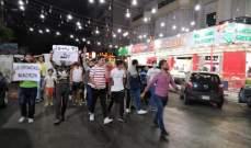 محتجون احرقوا العلم الفرنسي خلال اعتصام في ساحة النجمة بصيدا رفضا للاساءة للنبي محمد