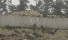 النشرة: الجيش الاسرائيلي استأنف أعمال الحفر وإقامة السواتر الترابية بمحاذاة السياج التقني