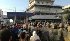 اصابة عنصرين من القوى الامنية في اعتصام البداوي بعد رشقهما بالحجارة اثناء محاولة فتحهما الطريق