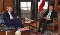 بري عرض مع  السفير البريطاني التطورات الراهنة في البلاد