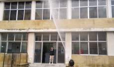 """ورشة تعقيم للباحات الخارجية والمكاتب في سرايا طرابلس للوقاية من تفشي """"كورونا"""""""