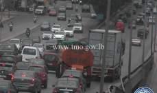 التحكم المروري: تعطل شاحنة على جسر الدورة وحركة المرور كثيفة