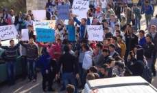 النشرة: طلاب مهنية حلبا الرسمية نظموا تظاهرة باتجاه مقر سرية درك حلبا