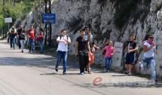 """النشرة: بدء توافد الزوار الى حريصا سيرا على الاقدام مع بداية """"الشهر المريمي"""""""