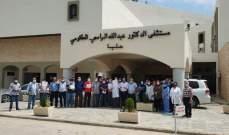 وقفات إحتجاحية نفذها الموظفون في عدد من المستشفيات الحكومية
