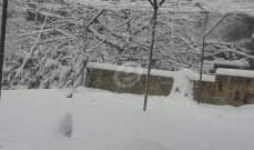الثلوج غطت قمة جبل الأربعين بالضنية بشكل كامل وطريق عيناتا الارزق مقطوعة بالثلوج