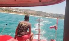 الدفاع المدني: سحب زورق سياحي على متنه 3 أشخاص إلى ميناء الجية بعد تعطل محركه